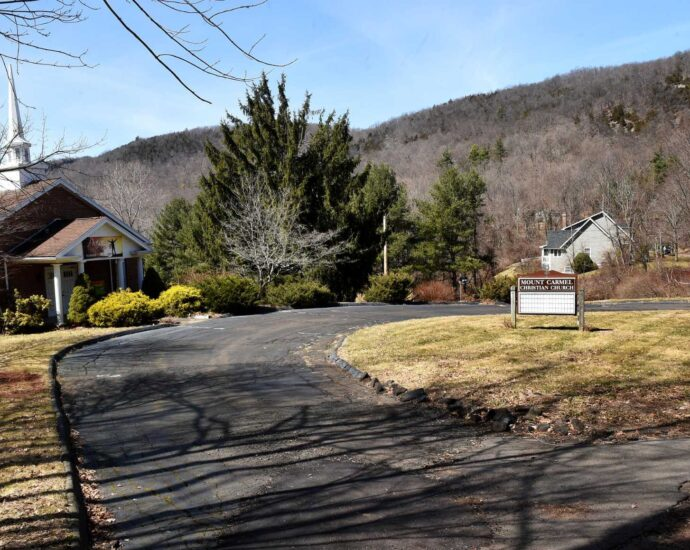 Residents, developers clash over environmental impacts of North Haven school proposal