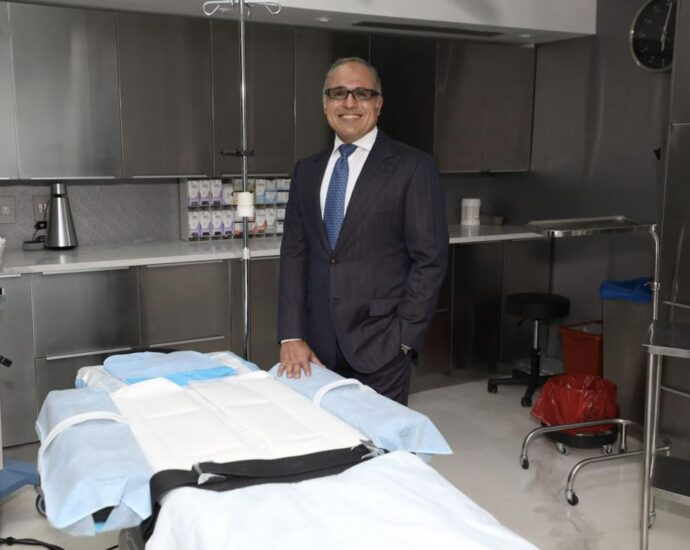 """Dr. Kevin Tehrani Talks Cellulite, HBOT And The Plastic Surgery """"Zoom Boom"""""""