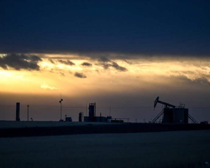 Colorado oil workers support environmental protection, expanding energy sources