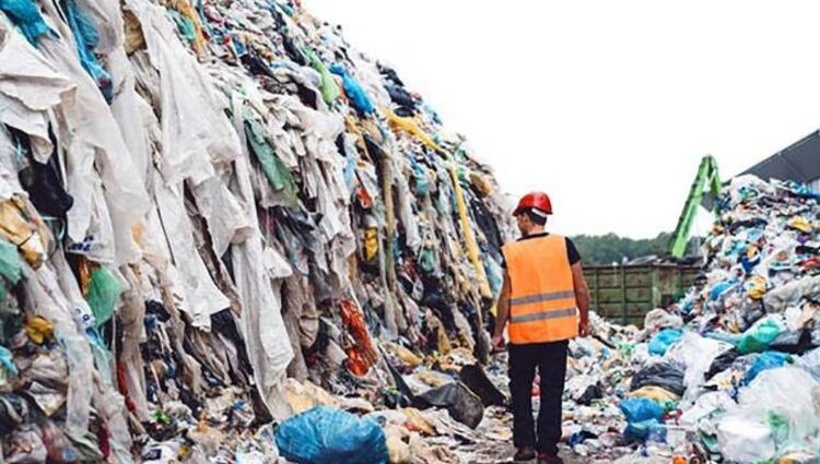 Calls for Brits to ditch fast fashion to protect the environment   Nature   News