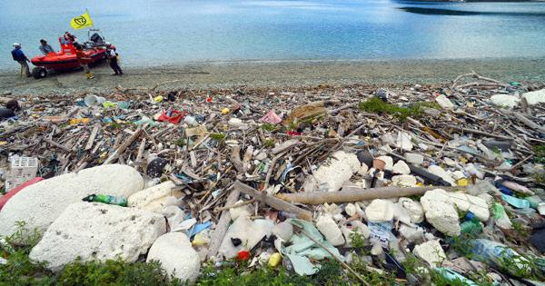 Production to consumption, single-use plastics linked to greenhouse gasses and trash