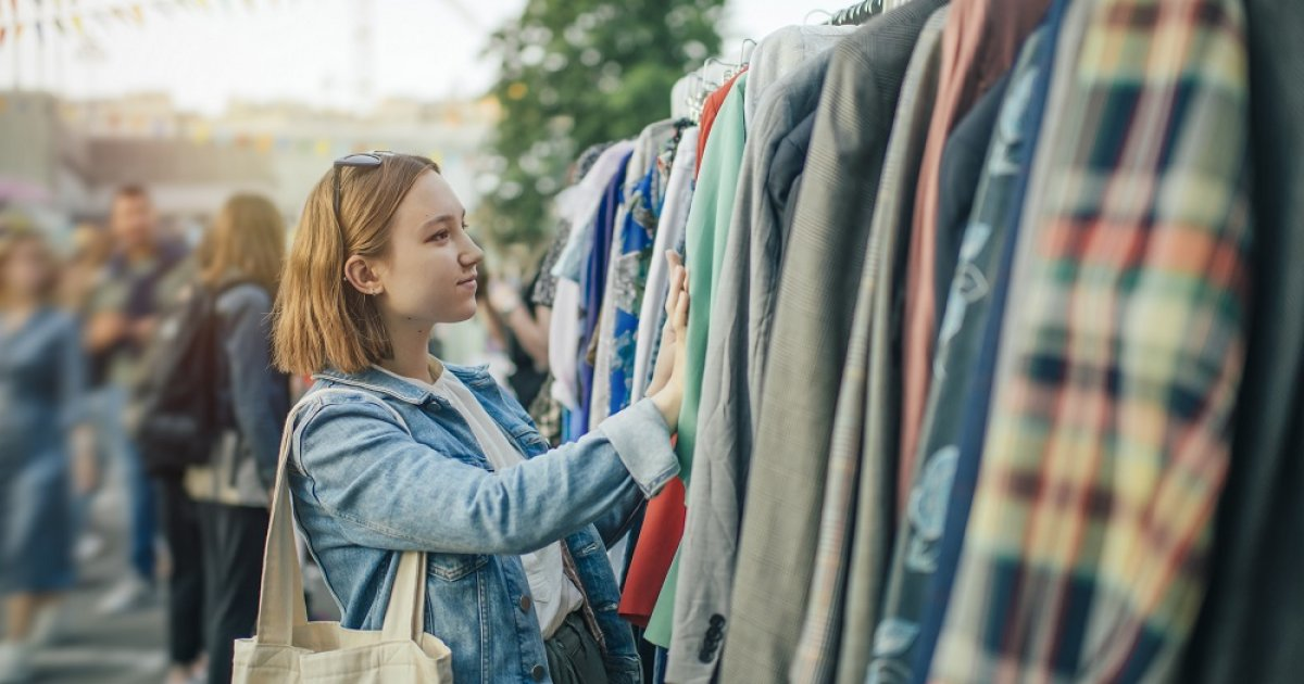 Second-hand clothes: A good deal for consumer (and the environment) | Life