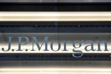 ANALYSIS-JPMorgan, Goldman bet on tech to crack UK consumer market