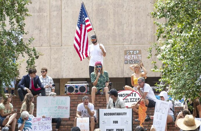 Protesters call for stepped up government action after Red Tide outbreak