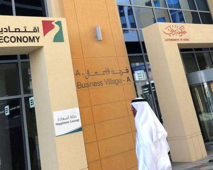 Dubai Economy issues 5,885 new licences in August - News