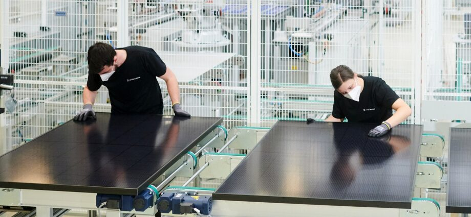 How can Europe reestablish itself as a solar manufacturing powerhouse?